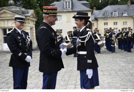 Cérémonie de pasation de commandement de l'unité de Gendarmerie départementale de l'Essonne prise par la colonelle Karine LEJEUNE